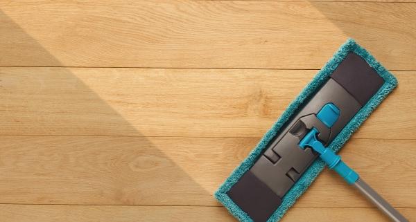 Nettoyer un parquet stratifié : le point